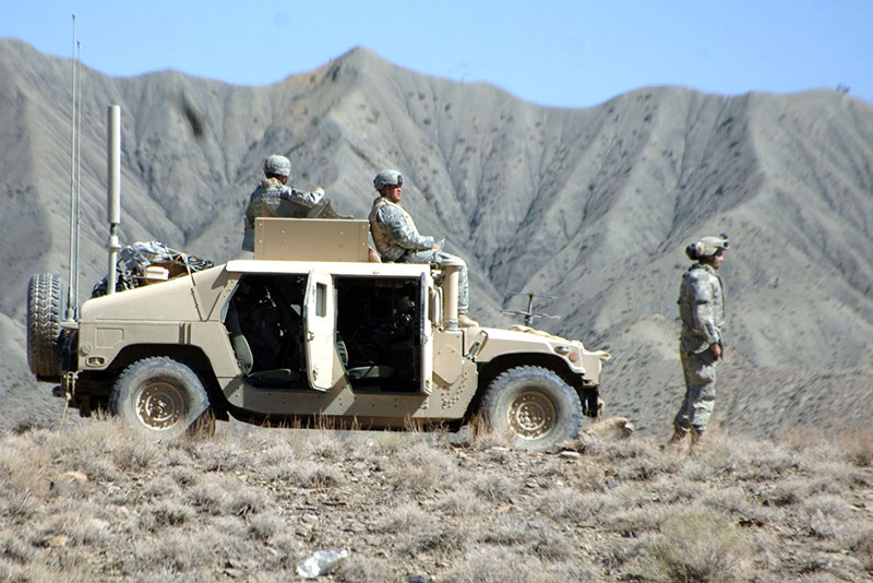 HMMWV with soldiers and CREW Duke Antenna